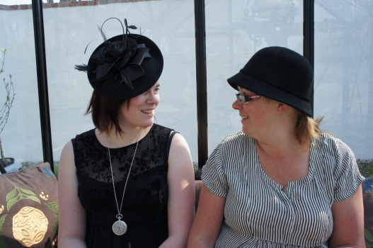 Hanna o Sara hattar sig.