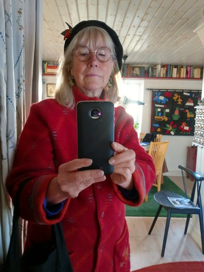 20180223 ...satte hon på sig sin röda kappa
