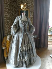 20190929 1700-tal klänning